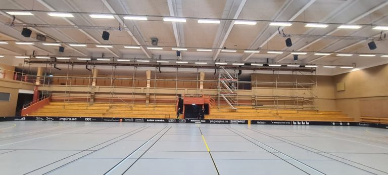 Invändigt byggd ställning - Sporthallen i Hudiksvall